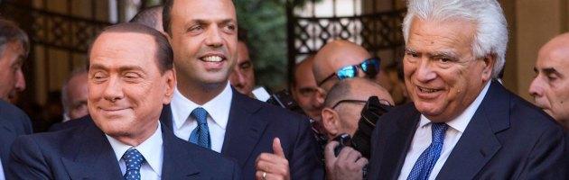 """Pdl, l'offensiva di Alfano: """"Via i falchi"""". Ma Berlusconi non vuole cedere su Verdini"""