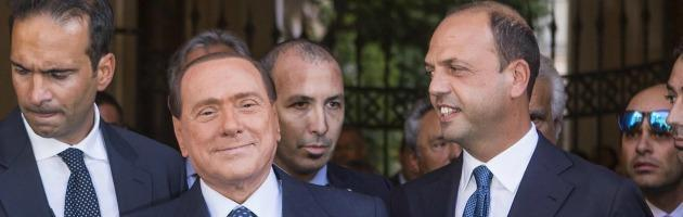 Crisi di governo: Berlusconi punta al voto, ma il Pdl si sfalda. Anche nella base
