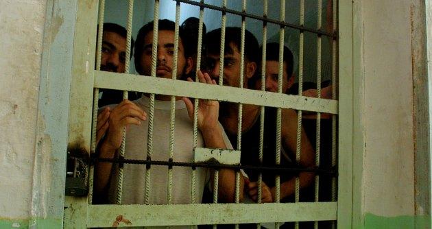Carceri sovraffollate? E' perché l'Italia non rimpatria gli stranieri. Nonostante la legge