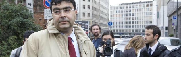 """Funerali Priebke, Sel e M5S contro il prefetto: """"Doveva vietarli, si dimetta"""""""