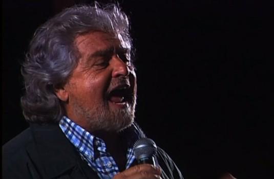 """Servizio Pubblico, Beppe Grillo in piazza a Trento: """"Impeachment per Napolitano"""""""