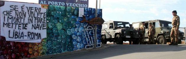 Lampedusa, contestati Letta e Barroso. Polemica premier e Alfano su Bossi-Fini