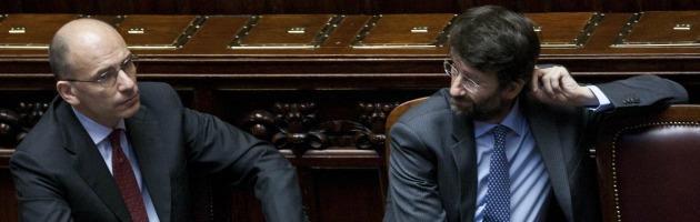 """Crisi di governo, Berlusconi ha deciso: """"Sfiducia a Letta"""". Lo strappo di Alfano"""