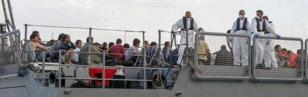 """Naufragio Malta, i superstiti: """"Motovedetta libica ci ha sparato addosso"""""""
