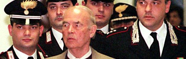 """Priebke, """"funerali in chiesa? Ha diritto"""". Ma sindaco: """"Sepoltura a Roma è offesa"""""""