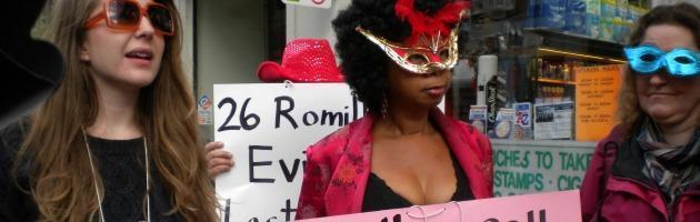 """Londra, le prostitute di Soho contro la polizia: """"Ci cacciano per fare alberghi"""""""