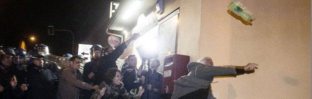 Funerali Priebke ad Albano, caos e scontri: cerimonia sospesa. Due fermi