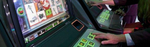 Gioco d'azzardo, chi spegne le slot paga la pena. Esercenti vincolati da Sisal