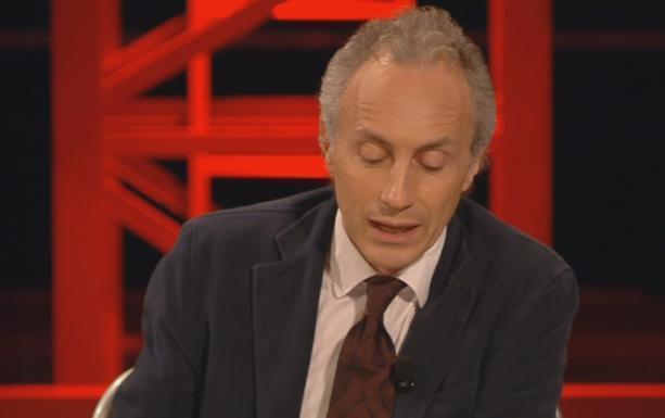 """Servizio Pubblico, Travaglio: """"La sprecopoli italiana"""""""