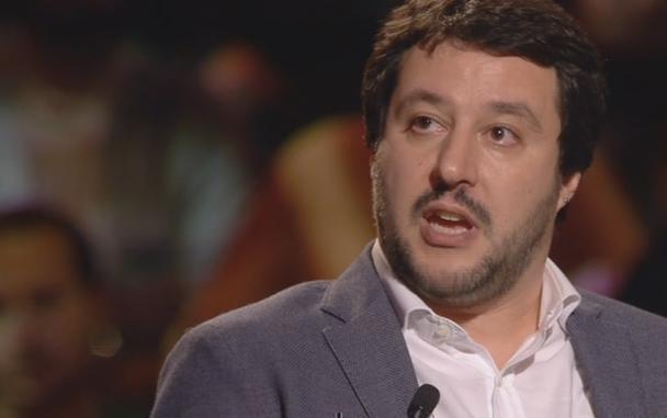 """Servizio Pubblico, Salvini: """"Impossibile sconfiggere l'abusivismo"""""""