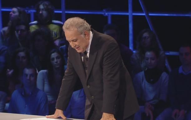 """Servizio Pubblico, Santoro: """"C'entra l'euro o c'entra pure la politica?"""""""