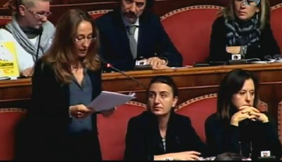 Servizio Pubblico, il discorso di Paola Taverna (M5S) e la bagarre al Senato