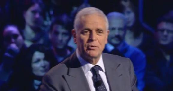 """Servizio Pubblico, Formigoni vs Mussolini: """"Io poltronista? Ma lei a dimettersi non ci pensa proprio"""""""