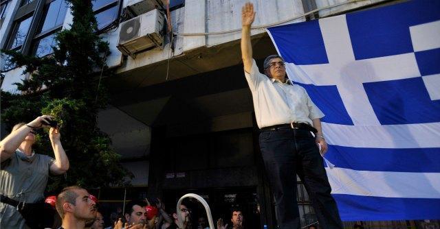 Grecia, sparatoria con mitra davanti alla sede di Alba Dorata: due morti