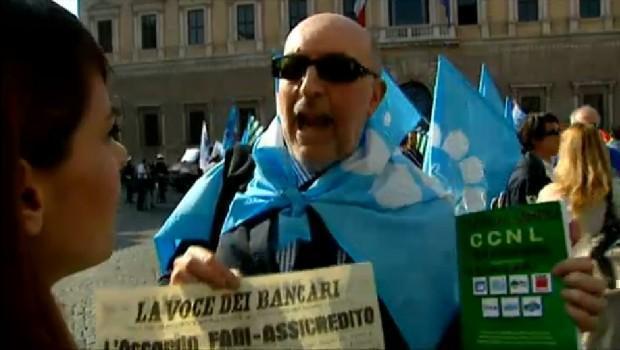 Servizio Pubblico, lo sciopero dei bancari contro i banchieri
