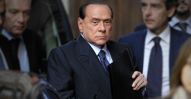 """Berlusconi ai senatori Pdl: """"Ricordatevi come è andata con Fini"""""""
