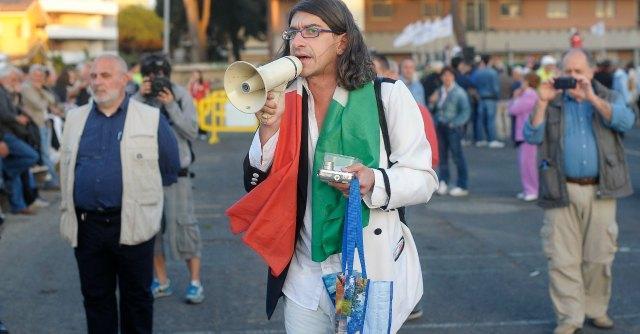 """Gabriele Paolini arrestato per prostituzione minorile: """"Foto e sesso con ragazzini"""""""