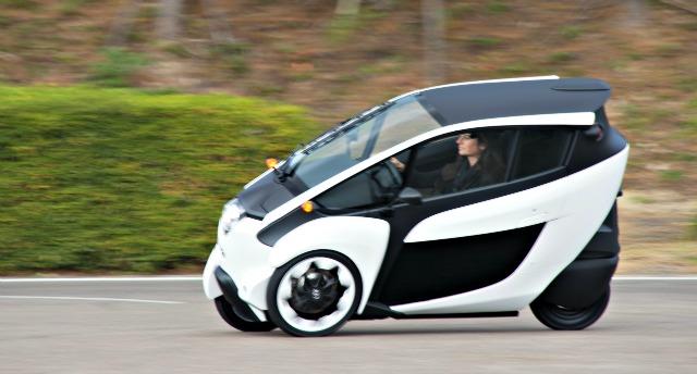 Toyota i-Road, nata per l'urban commuting – La prova su strada del Fatto