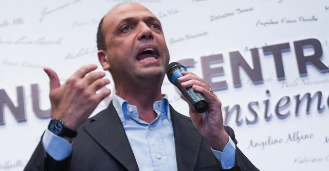 """Decadenza Berlusconi, Alfano: """"In piazza il 27? Abbiamo fatto scelte diverse"""""""