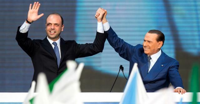 """Consiglio Nazionale Pdl, Berlusconi: """"Mi è spiaciuto per Alfano. Era come un figlio"""""""