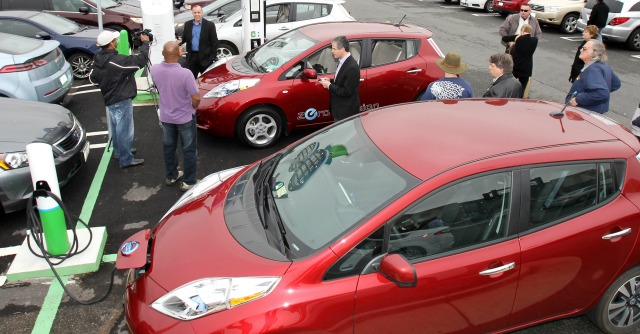 Auto elettrica, l'Italia in panne: boom nel resto del mondo, da noi 5mila all'anno