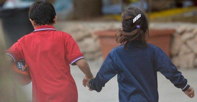 """Verona, i furbetti delle mense scolastiche: """"Ai bambini diamo da mangiare la sabbia"""""""