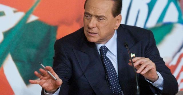 """Decadenza, Berlusconi a Pd e M5s: """"Rinvio voto o vi pentirete con i vostri figli"""""""