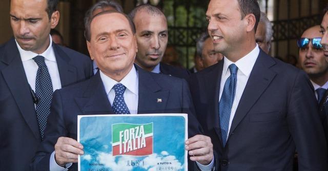 """Pdl, Berlusconi: """"Basta polemiche"""". Alfaniani con Letta anche in caso di decadenza"""