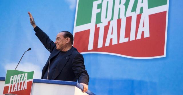 Berlusconi decaduto: vent'anni di storia di un fuggiasco di successo