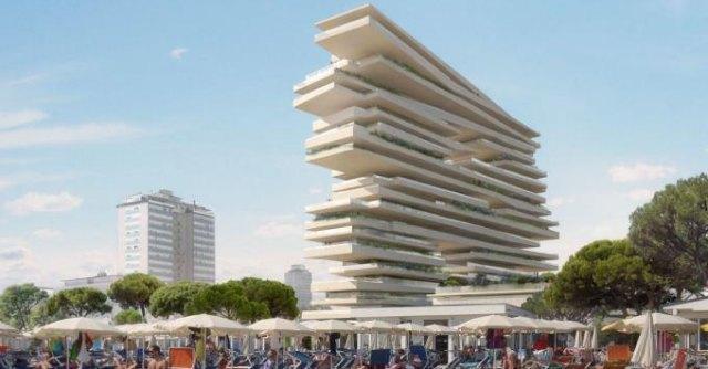 """Grattacielo di Milano Marittima, M5S: """"Ecomostro irregolare. Sfrattati i salinari"""""""