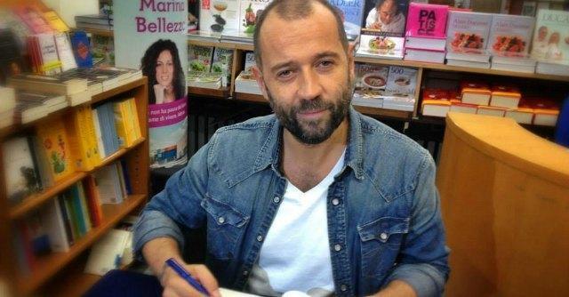 """Bologna, in fila da ore per la presentazione di Fabio Volo. """"I suoi libri parlano di noi"""""""