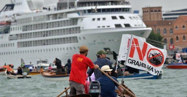 Venezia, stop del governo Letta al transito delle navi da crociera in laguna