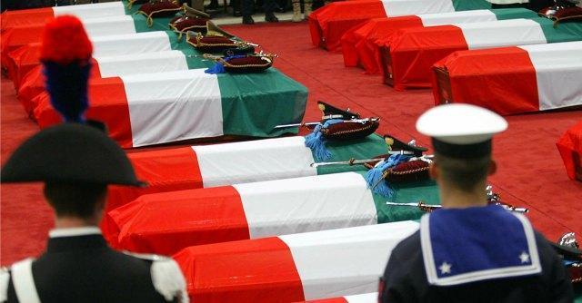 """Attentato Nassiriya, i carabinieri contro Corda (M5S): """"Faccia pubblica ammenda"""""""