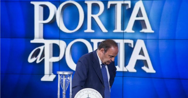 Decadenza Berlusconi, come seguirla in tv: La Gabbia, Quinta Colonna e Porta a Porta