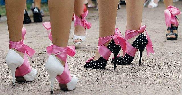 Prostituzione, viaggio nel sito per incontri hot. Tra studentesse, minori e casalinghe