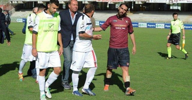 Salernitana-Nocerina sospesa dopo 20 minuti: giocatori minacciati da ultras