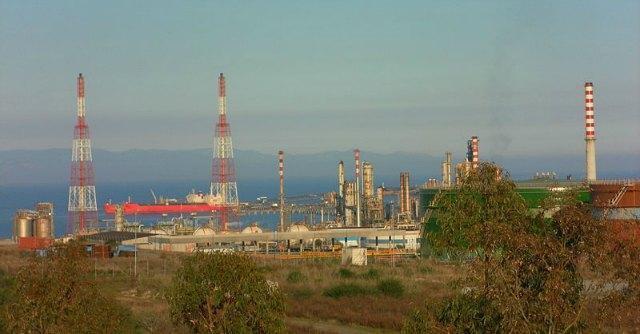 Oil, l'oro nero dei Moratti. Il film su Sarroch in una proiezione pubblica in Sardegna