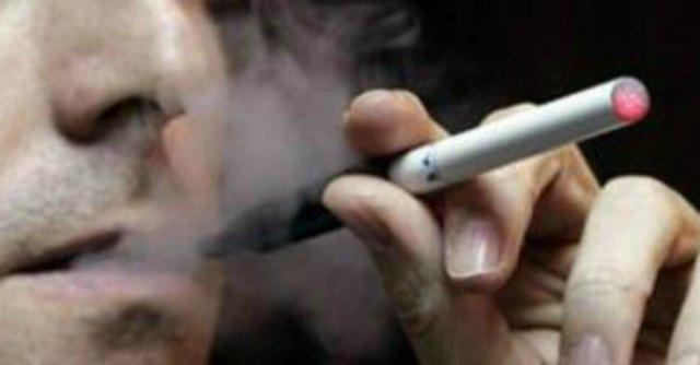 """Sigaretta elettronica, ricerca Uk: """"Più facile smettere rispetto ad altri modi'"""