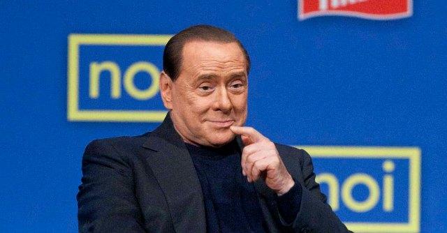 """Decadenza Berlusconi, Grillo: """"Non è la fine di un regime ma la caduta di un boss"""""""