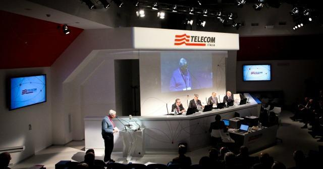 Telecom Italia, Procura Roma indaga su cessione quota banche a Telefonica