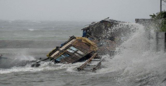 Filippine, il tifone Haiyan si abbatte sulle isole: 4 morti e 720mila evacuati