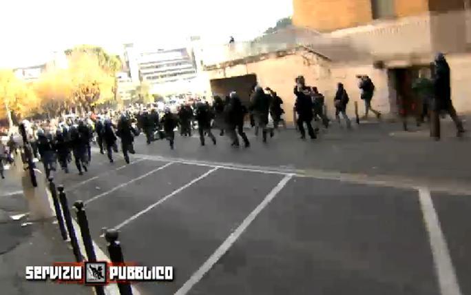 Servizio Pubblico, gli scontri alla Sapienza