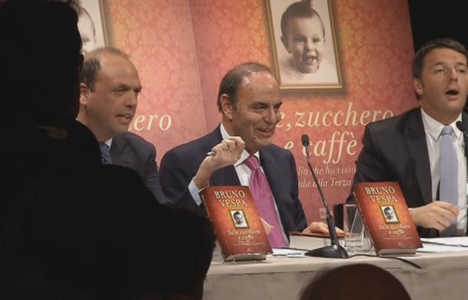 Servizio Pubblico, il battibecco tra Renzi e Alfano