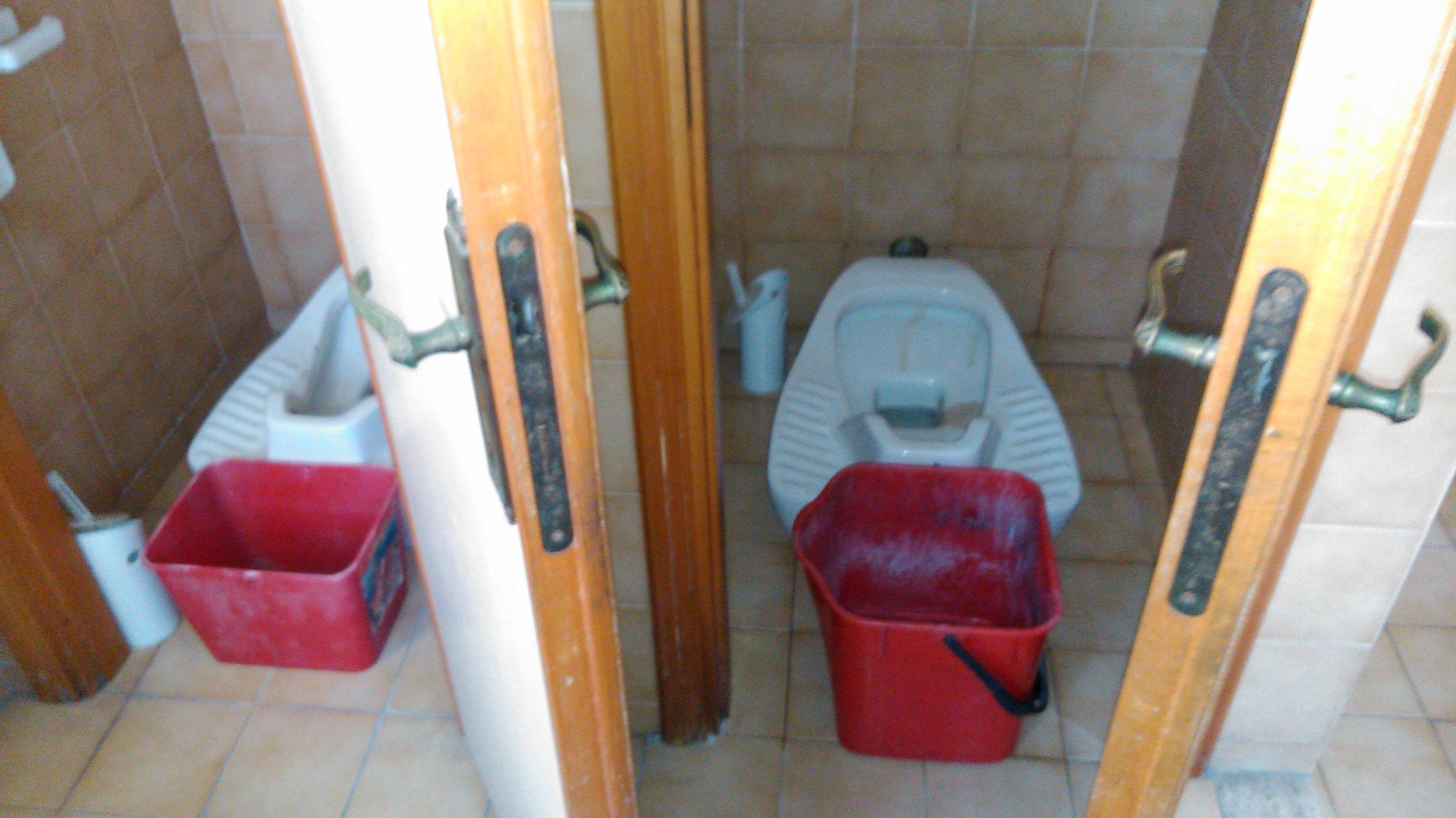 Le turche guaste: per ricambiare l'acqua tocca usare i secchi