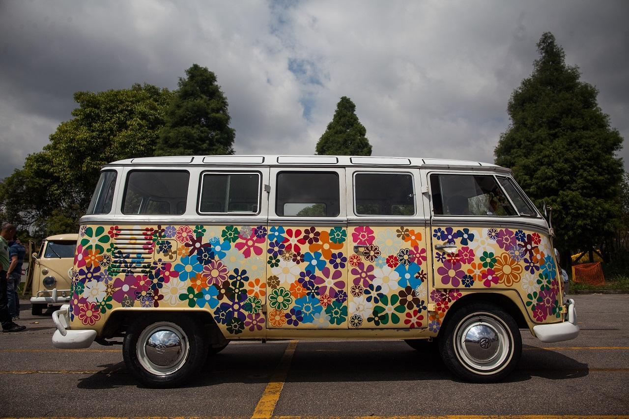 Il Furgoncino Degli Hippie Va In Pensione Volkswagen Non