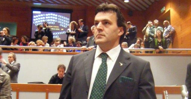 """""""Frasi critiche sui rom"""", Palazzo Chigi contro consigliere Lega. Lui: 'Intimidazioni'"""