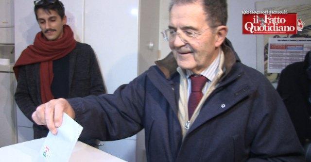 """Primarie Pd 2013, Prodi vota a Bologna: """"La tessera nel 2014? Non esageriamo"""""""
