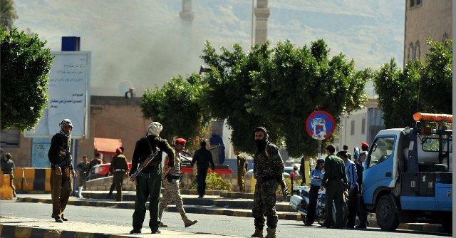 """Yemen, autobomba contro il ministero della Difesa. """"Almeno 25 morti"""""""