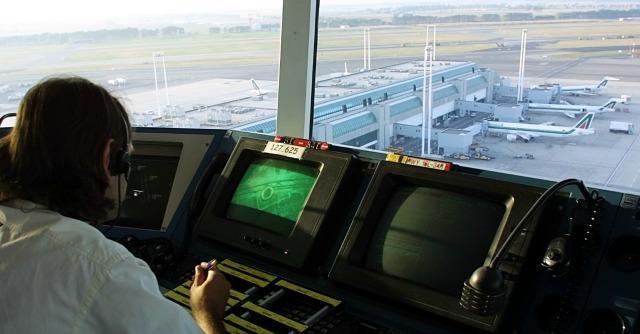 Aeroporti, dove vola lo spreco: i casi limite da Aosta a Pontecagnano, fino a Foggia
