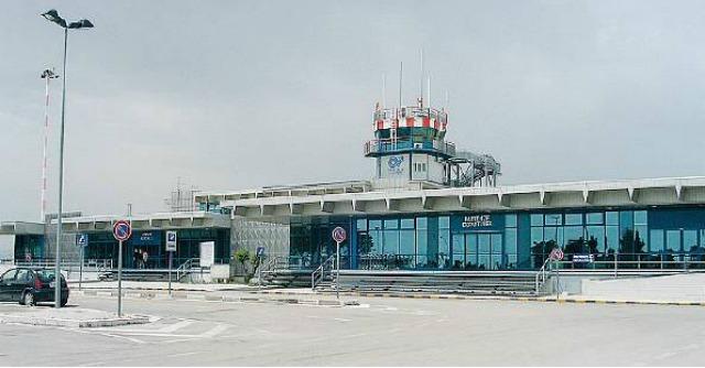 Aeroporti & Sprechi – Foggia non decolla da due anni: pista corta e zero passeggeri